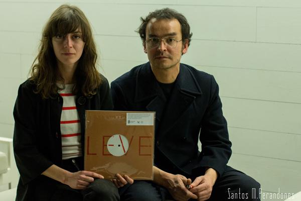 """Esperanza Collado y Rafael Martínez del Pozo con la primera entrega de """"Grabaciones de campo"""", en 2013. © Fotografía: Santos M. Perandones."""