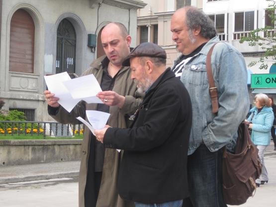 Los poetas Víctor M. Díez, Karlotti Valle y Felipe Zapico, en la edición de 2012.