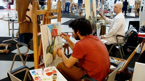 Algunos de los artistas seleccionados, durante las clases del taller. Foto: L. Fraile.