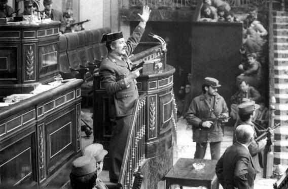 Antonio Tejero toma el Congreso el 23F