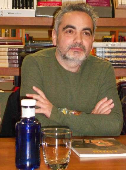 Juan Álvarez, durante la presentación de su obra en la librería Alejandría de León.