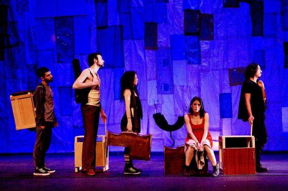 Lucía R. Miranda es la directora de esta obra de teatro producida por The Cross Border Project.