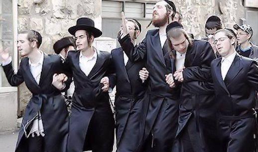 Manifestación de judíos ultraortodoxos contra el servicio militar israelí. (Haz click para ver la fuente).