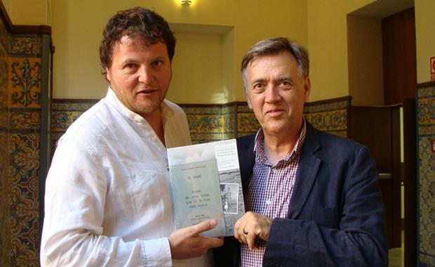 Sergi Bernal y Francesc Escribano, fotógrafo y autor. Foto: L. Fraile.