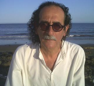 El escritor y periodista Carlos Álvarez.