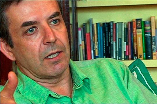 Carlos Fernández Liria, filósofo y ensayista entrevistado en el documental. Foto: Tres y un perro.