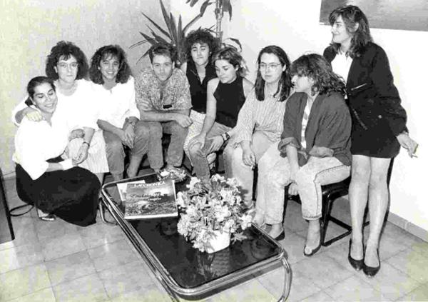 Verano de 1988. Nueve periodistas en prácticas. Ocho chicas y el Juanda.