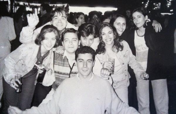 """Foto enviada por Uribe: """"Una imagen del Sector Porras del año 95. De fiesta en Vegas del Condado: Laura González, Uribe, Porras, Marián, Eva Suárez, Carmen Perrino, Eva Madruga y abajo Jorge Cayado""""."""