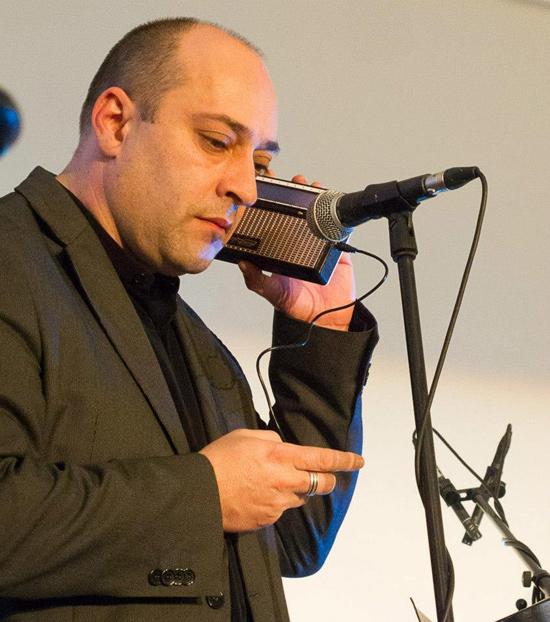 El poeta leonés Víctor M. Díez.