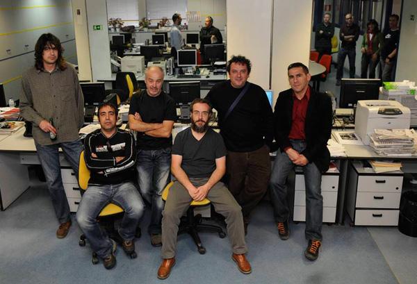 Los foteros, con el archivero Pedro Marcos. Foto: Mauricio Peña.