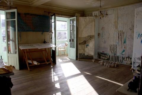 Salón de la casa, donde se hacen algunas de las actividades del KUKUprojekt. Foto: Andrea Milde.