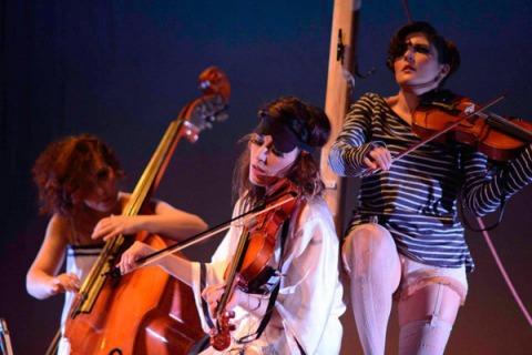 """The Funamviolistas: """"Funamviolistas"""". Foto: Feria de Teatro de Castilla y León."""