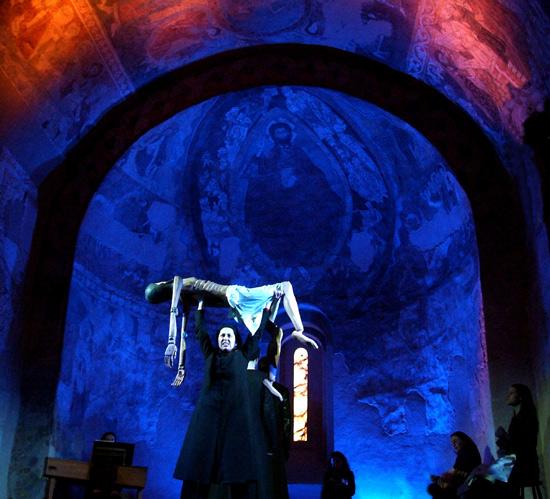'Misterio del Cristo de los Gascones'. Compañía Nao d'amores. Fotografía: Esther Candela.