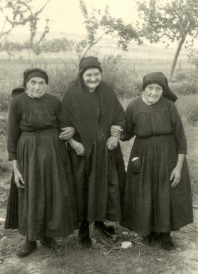 Las hermanas Felicidad, Maximina y Modesta.