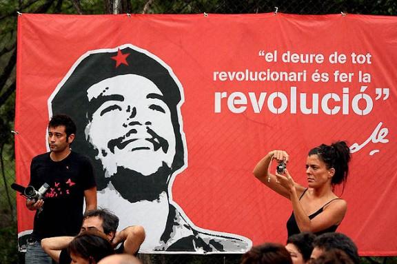 A la izquierda, Daniel García, que este año participará con un taller sobre la penetración del gran capital en los movimientos sociales. Foto: Izquierda Anticapitalista.