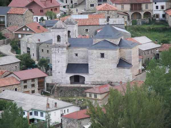 Imagen de la iglesia de Lois, donde tuvo lugar el homenaje.
