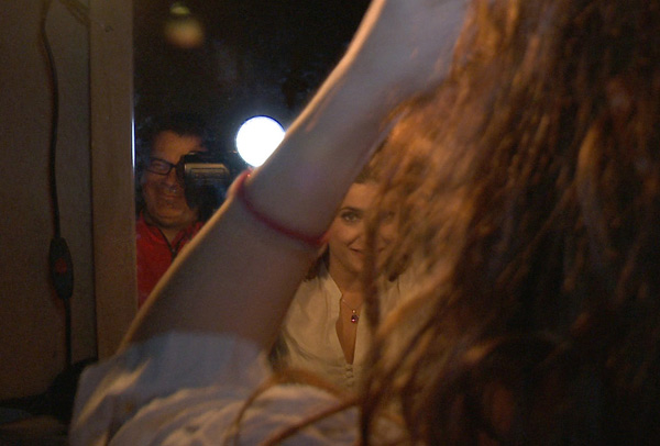 Nico con la cámara y Verónica Ronda en una escena de 'Corsarios'.