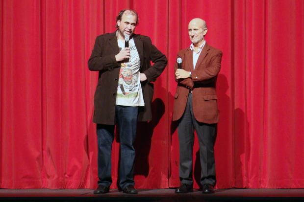 Arturo Dueñas (director de `Corsarios´) y Javier Angulo (director de la Seminci) durante el estreno. Foto: L. Fraile.