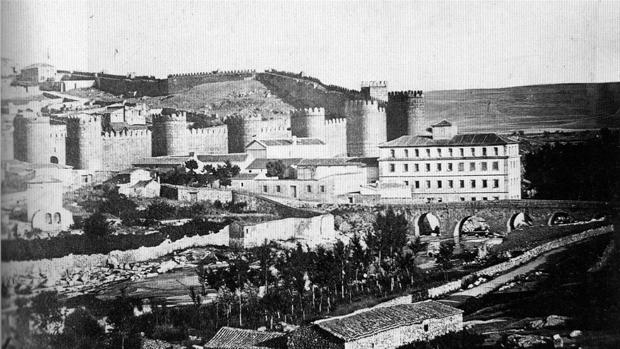 Imagen de la Real Fábrica de Algodón de Ávila, derribada en el año 1996.