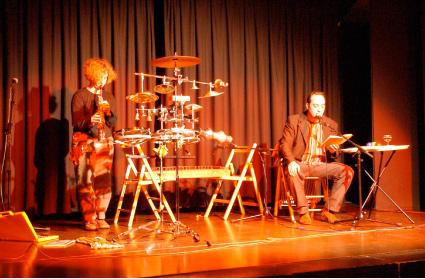 El Dúo Morse, durante uno de sus conciertos de música y poesía.