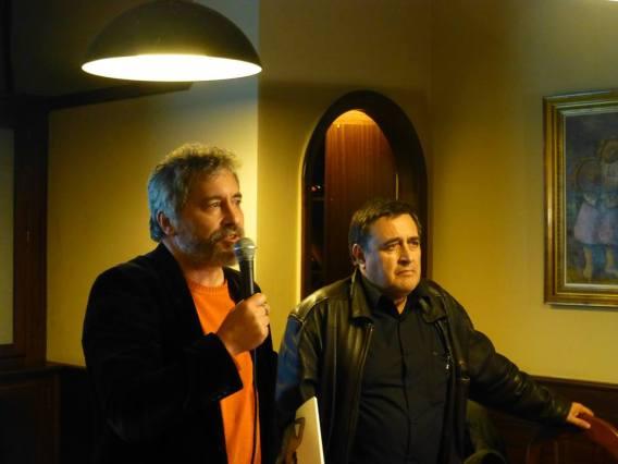 Manuel Rivas y Xosé Manuel Pereiro, durante la presentación el pasado martes en Compostela. Foto: Revista Luzes.