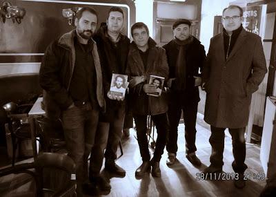 Vicente Muñoz Álvarez y Julio César Álvarez presentaron la antología en el Gran Café de León, el pasado 28 de noviembre, junto a Alfonso Xen Rabanal, Carlos Salcedo y Bruno Marcos.