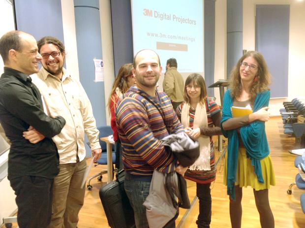 Varios de los participantes en la 'miniconferencia', entre ellos Laura Fraile (a la dcha.), de últimoCero. Foto: últimoCero.