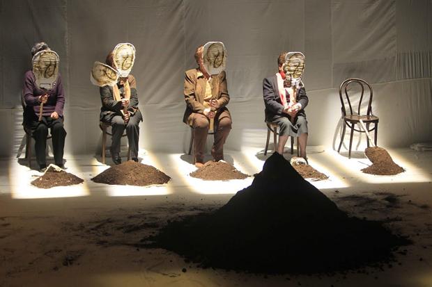 Escena de la obra 'Exhumación. Materia cruda'. Foto: Merche de la Fuente.
