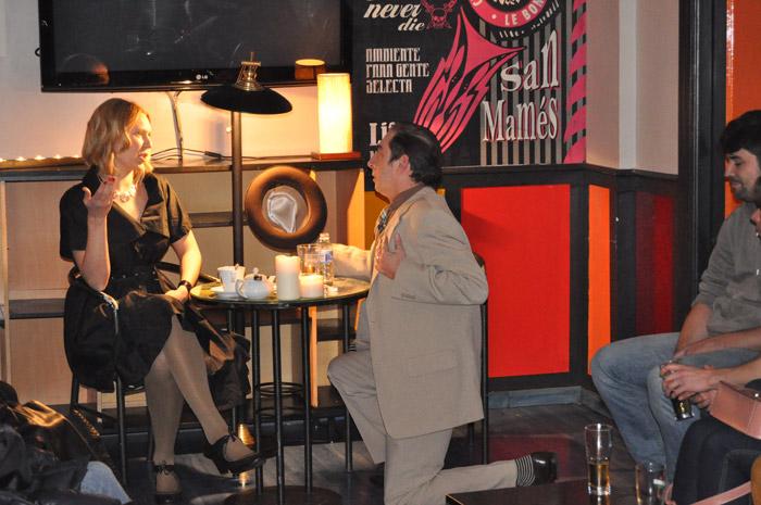 """José Ramón Gómez 'Peperra' (con sombrero), Inés Diago y Luis Cabrera. """" Latele Teatro"""", durante el estreno en Le Bon Café Rock. © Fotografía: E. López."""