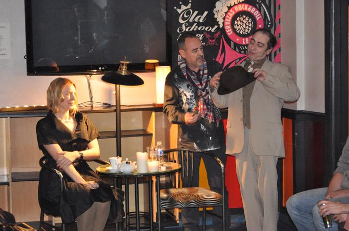 """Inés Diago, Luis Cabrera y  José Ramón Gómez 'Peperra'. """"Latele Teatro"""", durante el estreno en Le Bon Café Rock. © Fotografía: E. López."""