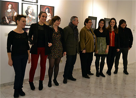 Las artistas, con la concejala Mercedes Rojo y el director del Musac Manuel Olveira, el pasado día 28 durante la inauguración.