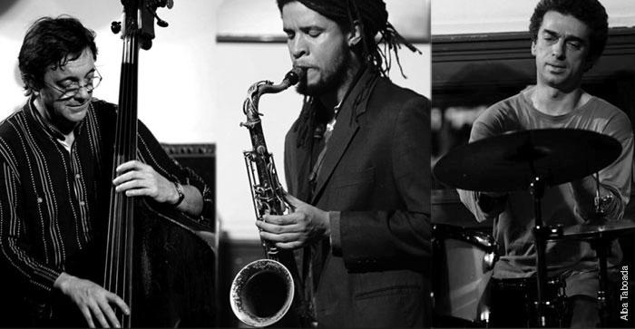 En trío: Javier Colina, el saxofonista Ariel Bringuez y el baterista Daniel García Bruno. Fotografía tomada de su página web.
