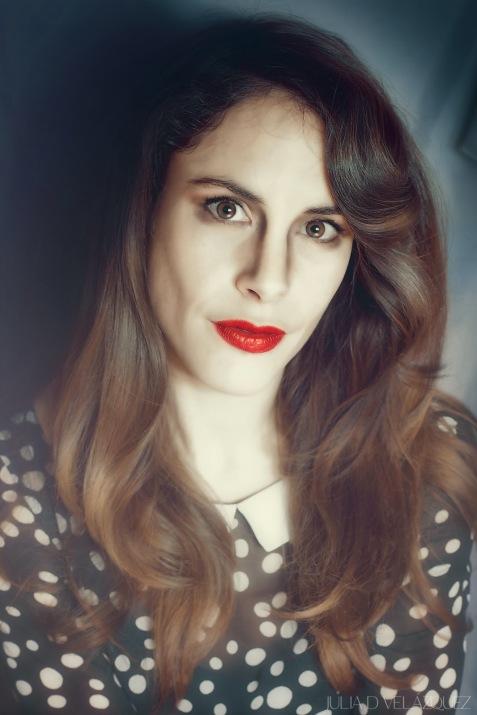 """© Fotografía de Julia D. Velázquez. (""""Making off"""" de la sesión con Silvia Saravia para la serie """"Invocando a Lempicka"""")."""