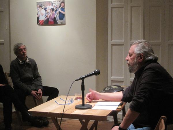 Tomás Salvador González, durante una lectura de poemas en el Ateneo Varillas (León) el pasado mes de febrero.