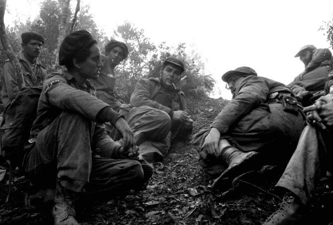 Enrique Meneses convivió con los guerrilleros de la Revolución Cubana en Sierra Maestra.