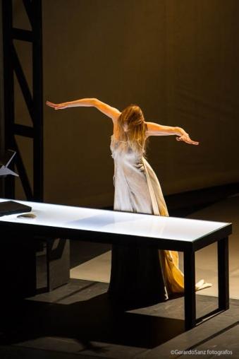 """Carolyn Carlson durante el espectáculo """"Diálogo con Rothko, solo"""", en el LAVA, que sirvió para inaugurar  la XV edición del TAC © Fotografía: Gerardo Sanz."""