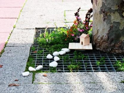 """Composición correspondiente al espectáculo """"Gnomi: jardines efímeros"""", de Calamar Teatro."""