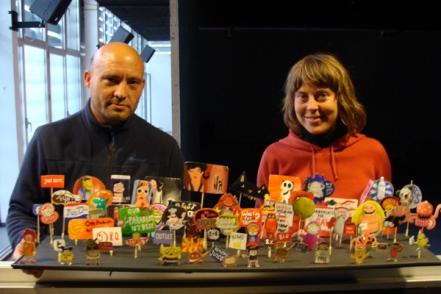 Andrés Beladiez y Karla Kracht durante el montaje del espectáculo 'Zoomwooz'. © Foto: L. Fraile.
