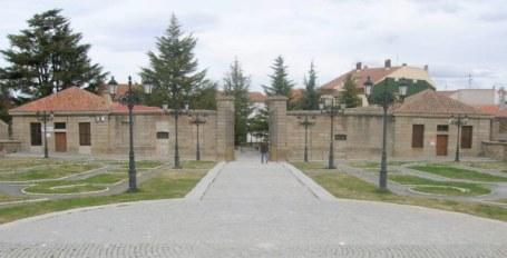Vista Pabellones y Patio-Plaza de Acceso con Pabellones.