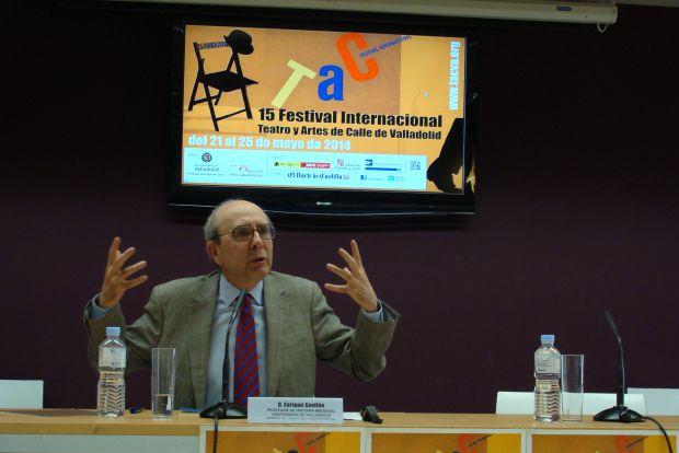 Enrique Gavilán durante su intervención en la Casa Revilla. Foto: L. Fraile.