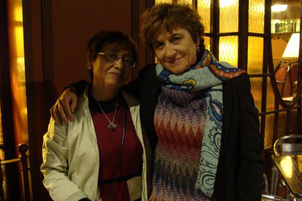 Carmen Lezcano y Manuela Serrano, dos de las autoras de `Palabras de mar a mar II´. Foto: L. Fraile.