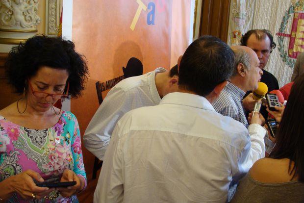 Javier Martínez, director artístico del festival, pudo hablar de la programación del TAC después de que finalizara la rueda de prensa. Foto: L. Fraile.