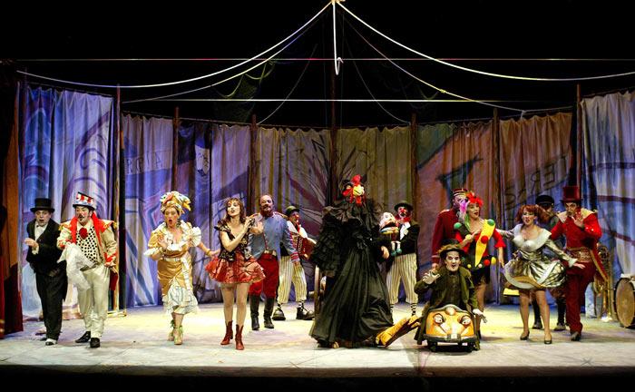 """Teatro Corsario durante la representación de """"La barraca de Colón"""". © Fotografía: Luis Laforga."""