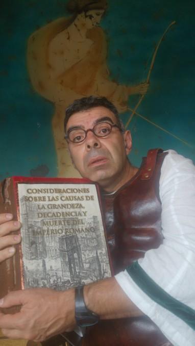 """Raúl Gómez en el papel de """"romano"""". © Fotografía: Trinidad Osorio."""