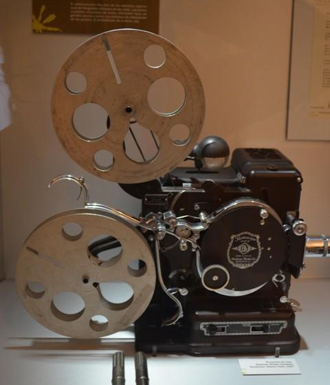 Cámara cine (Museo Sierra-Pambley)