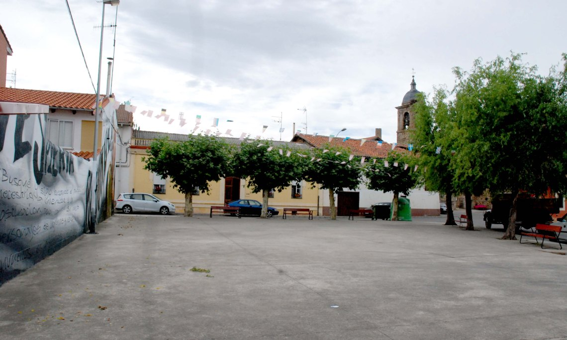 Imagen de la plaza Elena Santiago de Veguellina, donde tendrán lugar las proyecciones. / Asociación D-Spiert@