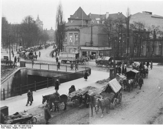 Civiles alemanes huyendo de la ciudad libre de Dánzig en febrero de 1945. Foto: wikipedia.