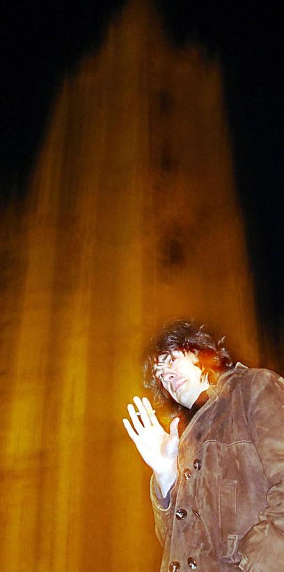 JM López, junto a la Catedral de León. / © Fotografía: David Rubio.