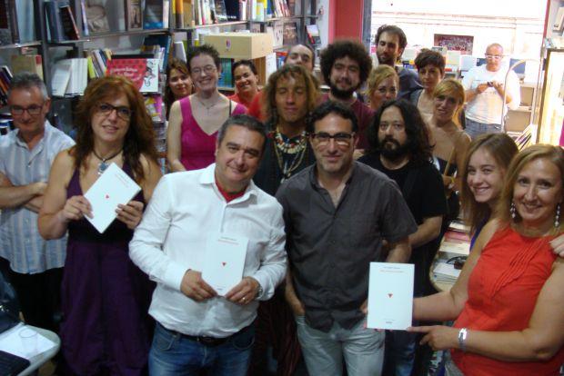 Durante el recital se leyeron poemas del último libro de Luis Miguel Rabanal, `Tres inhalaciones´. Foto: L. Fraile.