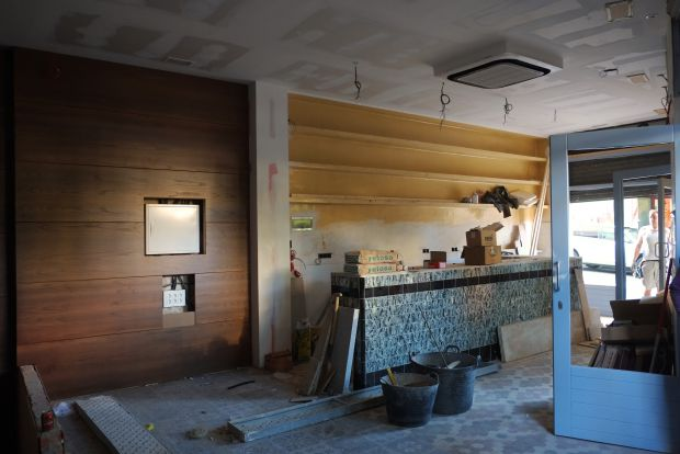 La Salchichería (en la imagen, en obras) abrirá sus puertas a finales de septiembre de 2014. Foto: Felipe Piñuela.